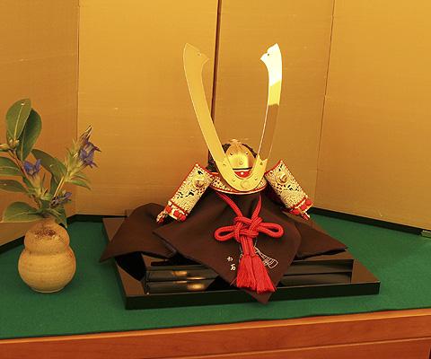 赤糸威長鍬形篠垂(しのだれ) 兜